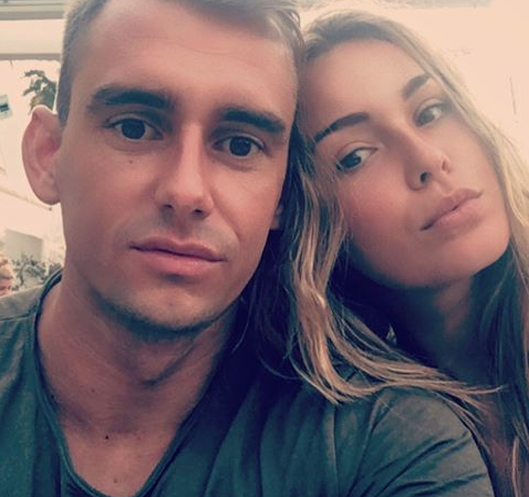 Jakub Meresiński i piękne kobiety - to jeden z głównych motywów jego Instagrama